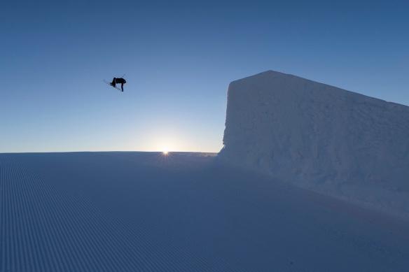 Foto av en skikjører som hopper i Trysil Snow Park